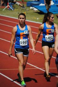 Kelly O'Hara and Cassie Barrett lining up for the 800m